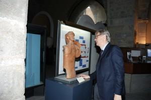 V. sgarbi nel museo di Teano